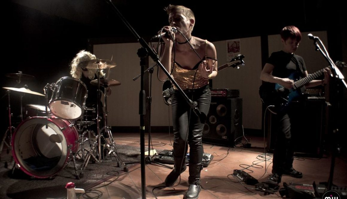 dogs-dont-like-techno-ragazze-rock